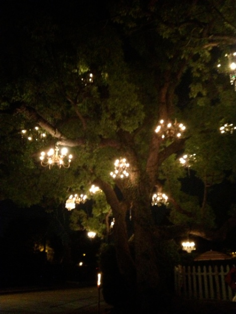 chandelierdark2